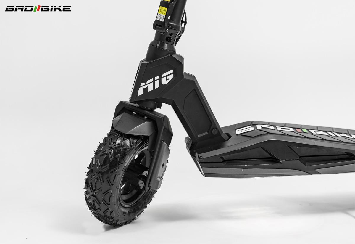 Parte anteriore del monopattino elettrico Bad Bike Mig 2021