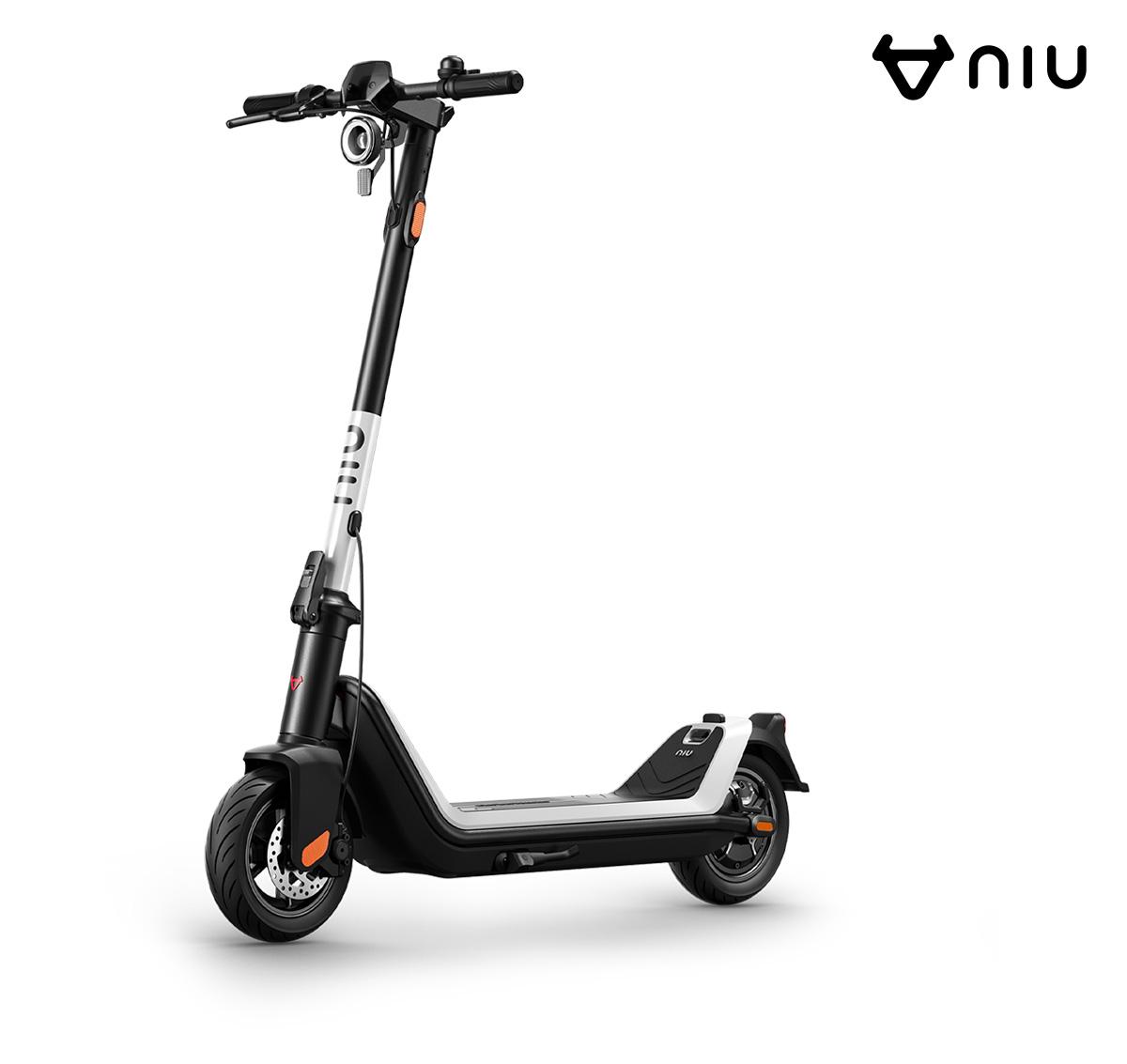 Il nuovo monopattino elettrico Niu KQi3 Kick Scooter 2021 visto di trequarti