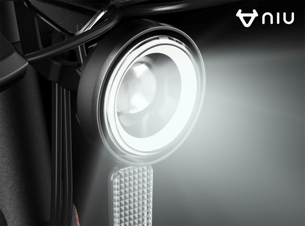 La luce frontale a LED del NIU Kick Scooter