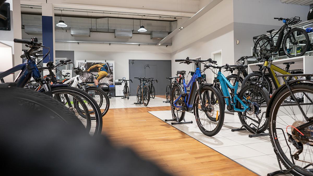 L'interno del negozio di bici elettriche Ebike Store Brescia