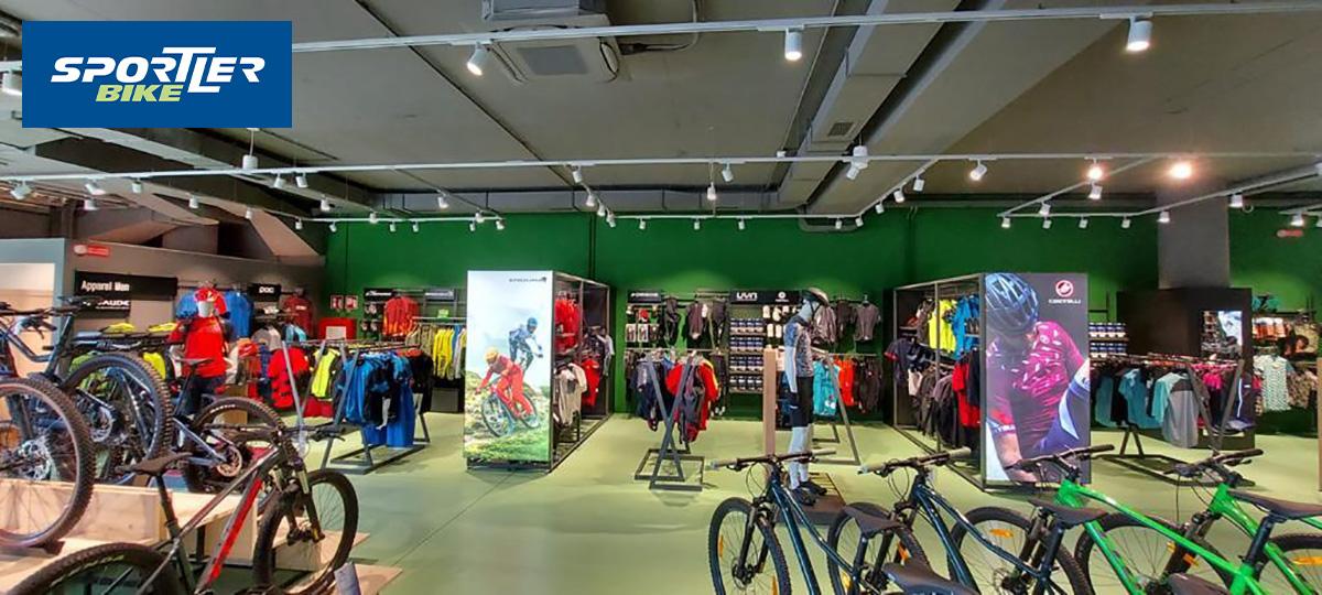 L'interno del nuovo negozio di Sportler di Peschiera del Garda dedicato al ciclismo