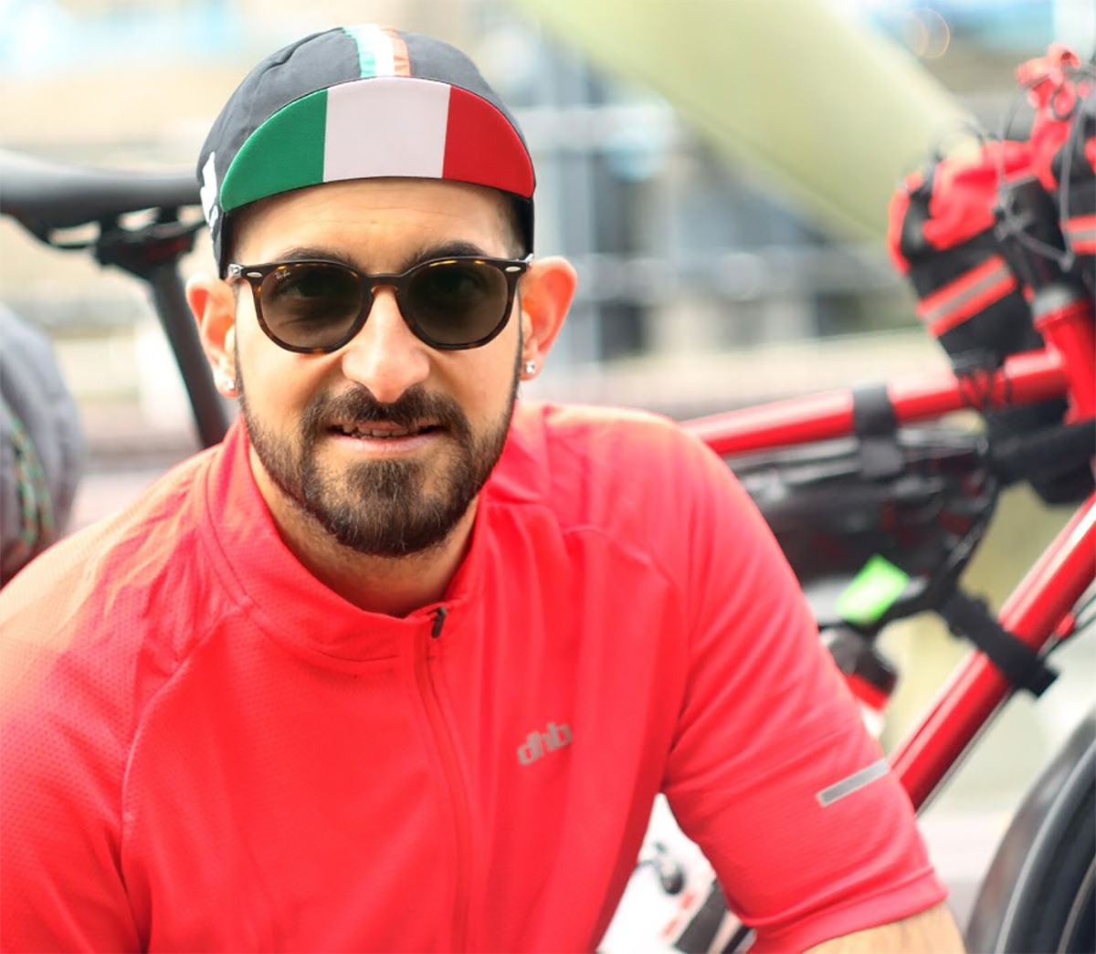 Una foto di Domenico Sprovieri in viaggio in bici per la ricerca sul rene policistico