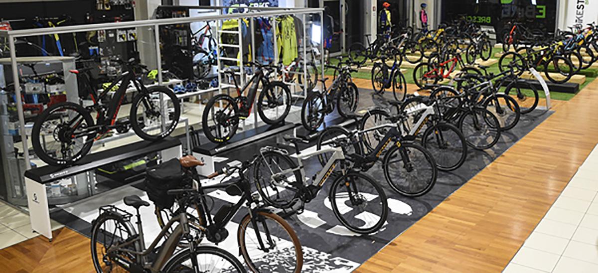 Lo showroom di un negozio di biciclette