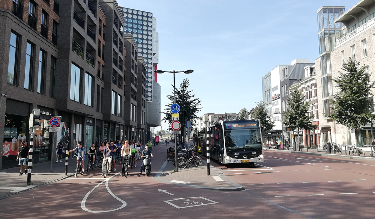 Un semaforo presente sulla ciclabile olandese Fietspad