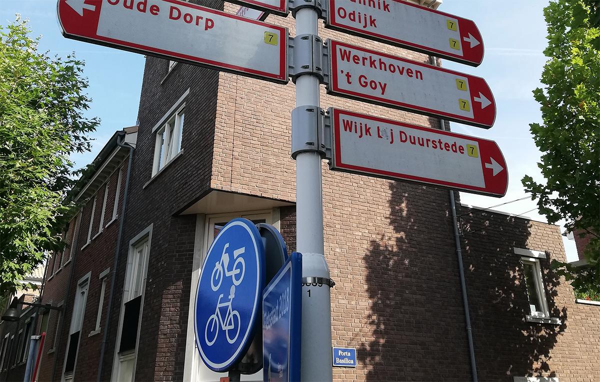Una foto della segnaletica dedicata alle bici presente in Olanda