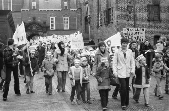 """Uno scatto storico del movimento """"Stop Kindermood"""""""