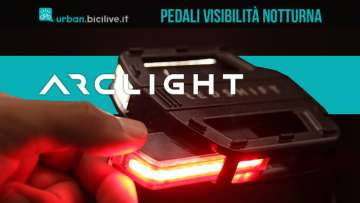 Il nuovo pedale per biciclette con luci di visibilità notturna Arclight Bike pedals