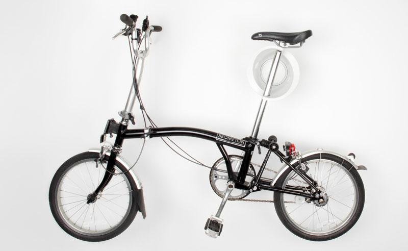 Una bicicletta appesa al Cycloc Solo
