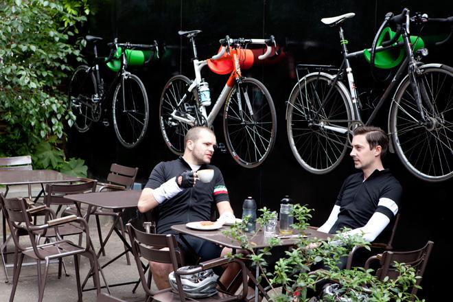 Cycloc Solo usati in un bike cafè