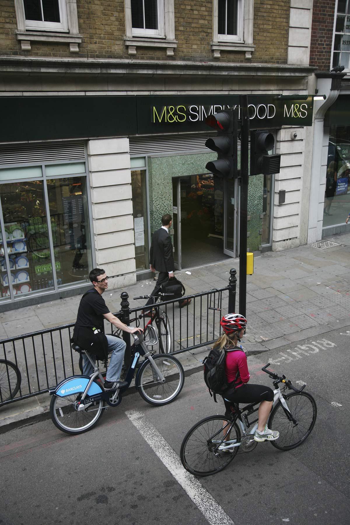 ciclisti per le strade di Londra