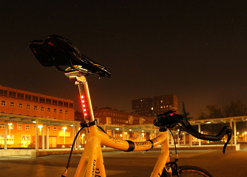 Lightskin reggisella bici con luci al led integrate for Luci al led