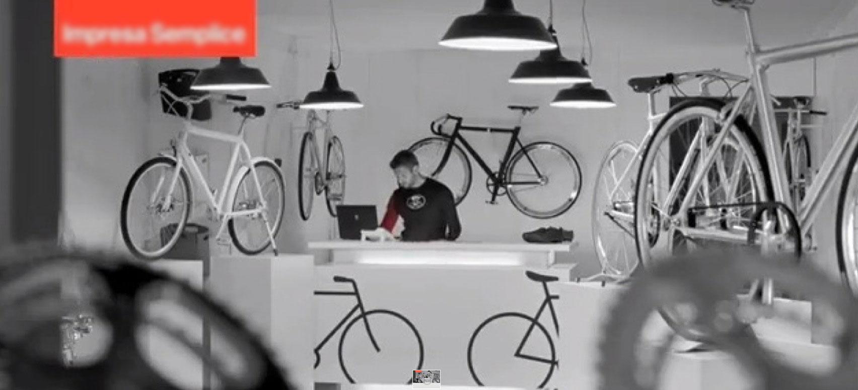 L'interno di un negozio di biciclette di design